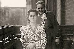 Stefania et Helena vers la fin des années 1940. (p.479)