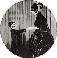 Le logo de la maison Lanvin est inspiré d'une photo de 1907 qui montre Jeanne et Marguerite lors d'un bal costumé (p.107)