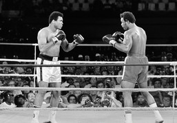 """The Rumble in the Jungle"" opposant Mohamed Ali et George Foreman pour le titre de champion du monde poids lourds de boxe anglaise (1974)."