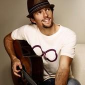 """""""Alex, penché sur sa guitare, avait commencé à jouer ♪ I'm yours ♫ de Jason Mraz"""" (p.72)"""
