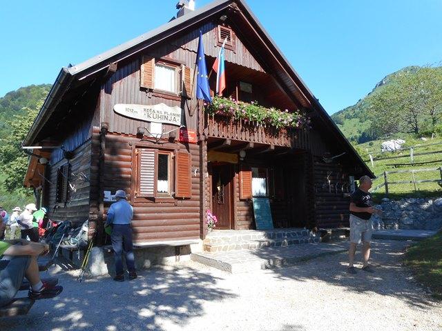 1,012mの山小屋、下山時ビールいただく