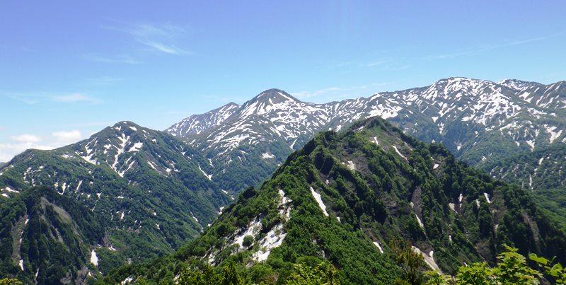 鬼ヶ面山から鋸岳奥は焼山左に噴煙が