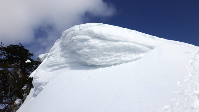 荒沢山の雪庇