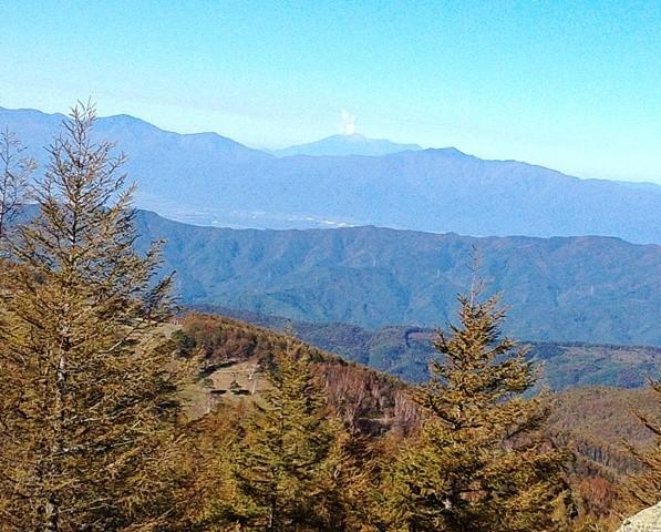 入笠山8.54 噴煙を上げる御嶽山