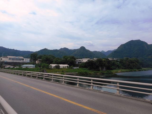 桂川橋から鶴島金毘羅山