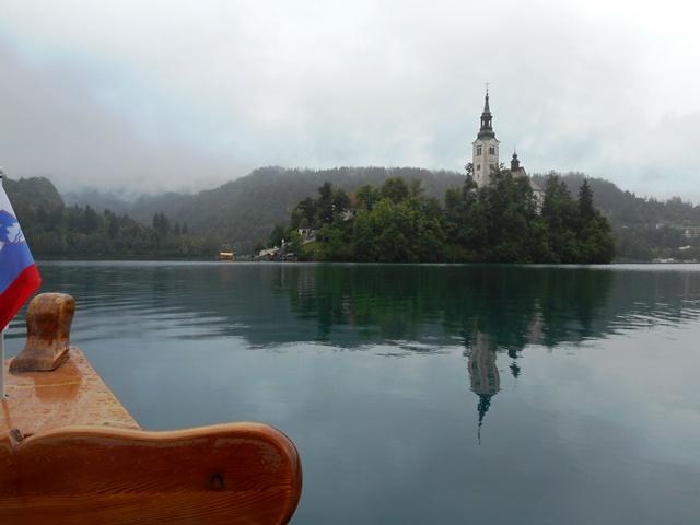 教会の島が近づく