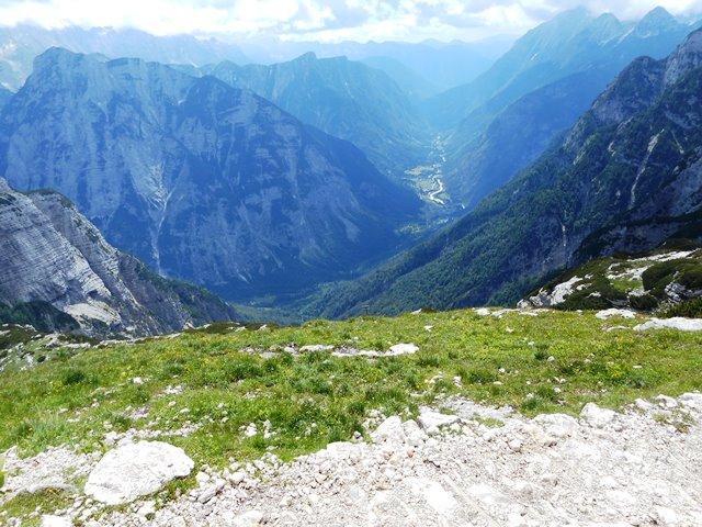 麓の谷を見る