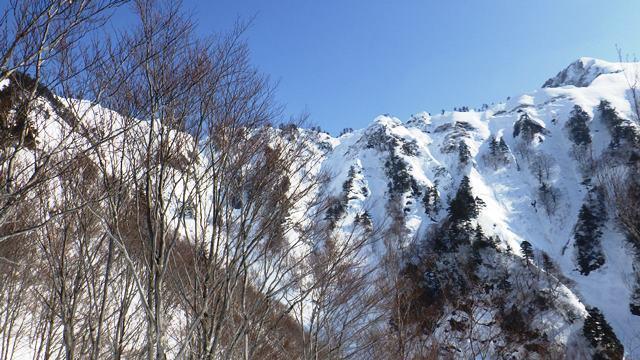 9・30左荒沢山~右足拍子岳のの鋸状の稜線