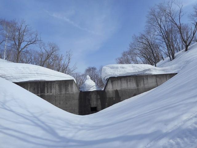 9・38 堰堤にチョックストーン 素晴らしい造形美