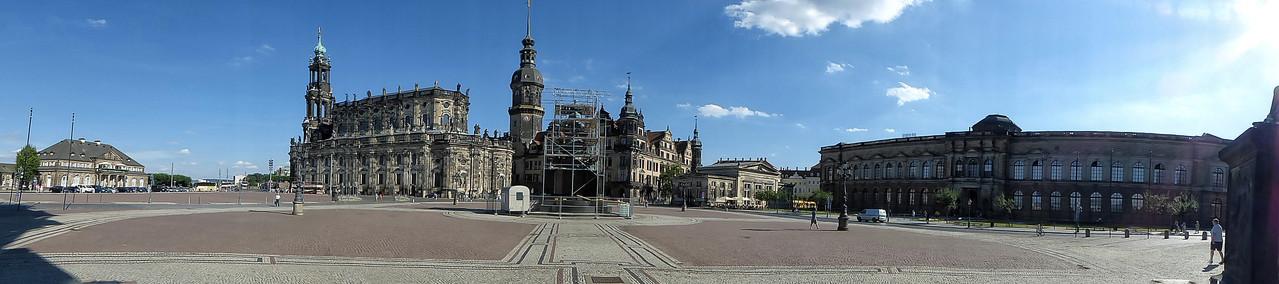 Schlossplatz / Dresden