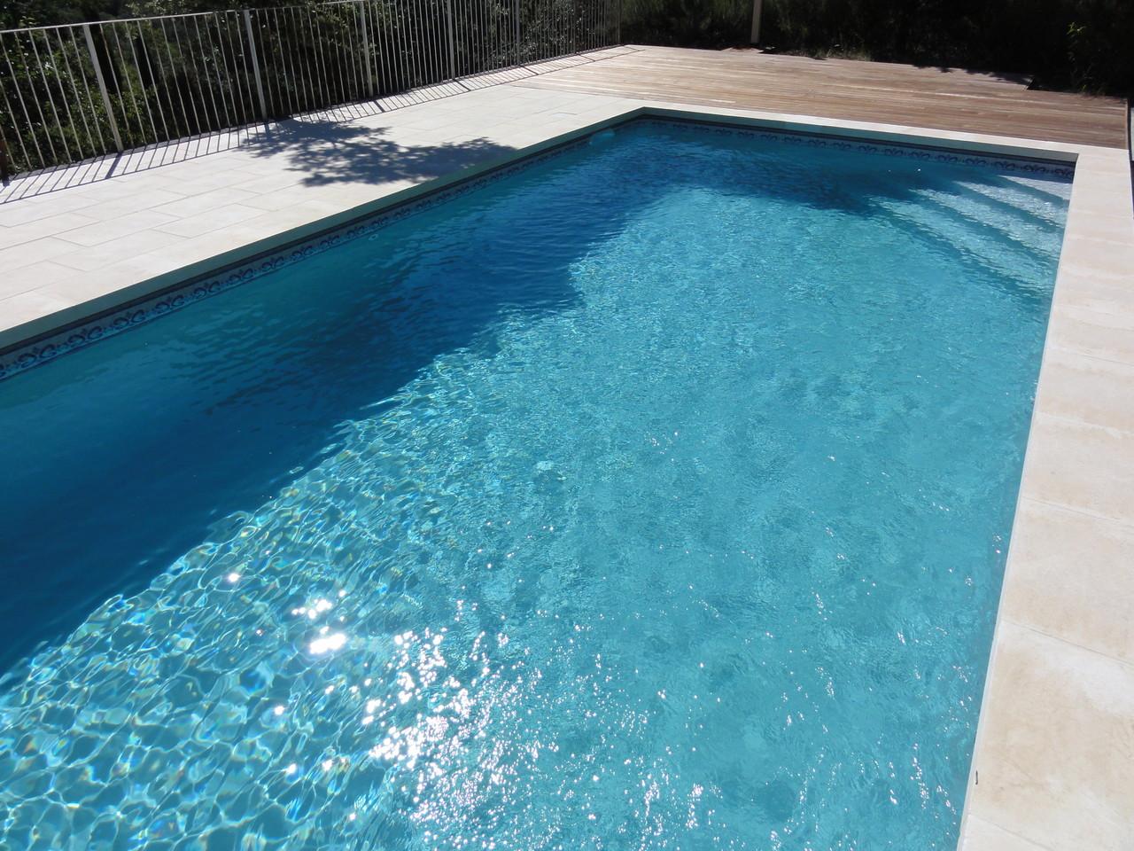 Piscines aluminium alpilles luberon piscines for Piscine entretien