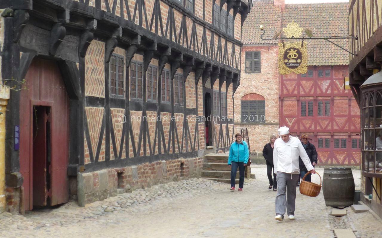 Den Gamle by (la vieille ville), à Aarhus, des figurants tiennent les rôles des habitants
