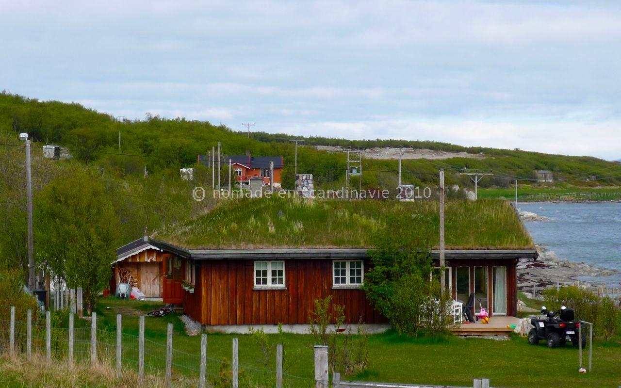 maison au toit herbu