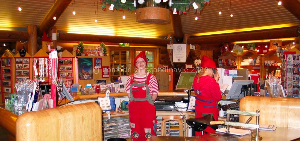 La poste du Père Noël est un endroit très sympathique tenu par 2 petites lutines mutines