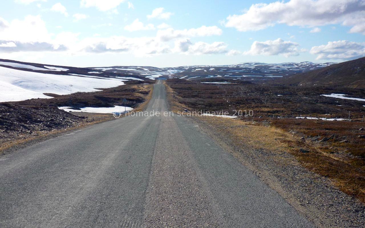 La route présente un long passage non revêtu.
