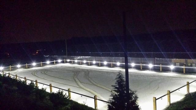 Außenplatz mit neuem Lichtsystem; Foto: Hahnenhof-Blog vom 4.6.2014