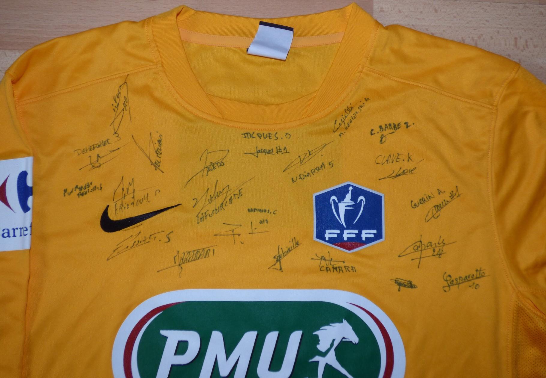 Maillot Coupe de France épopée 2015/16 dédicacé par le groupe