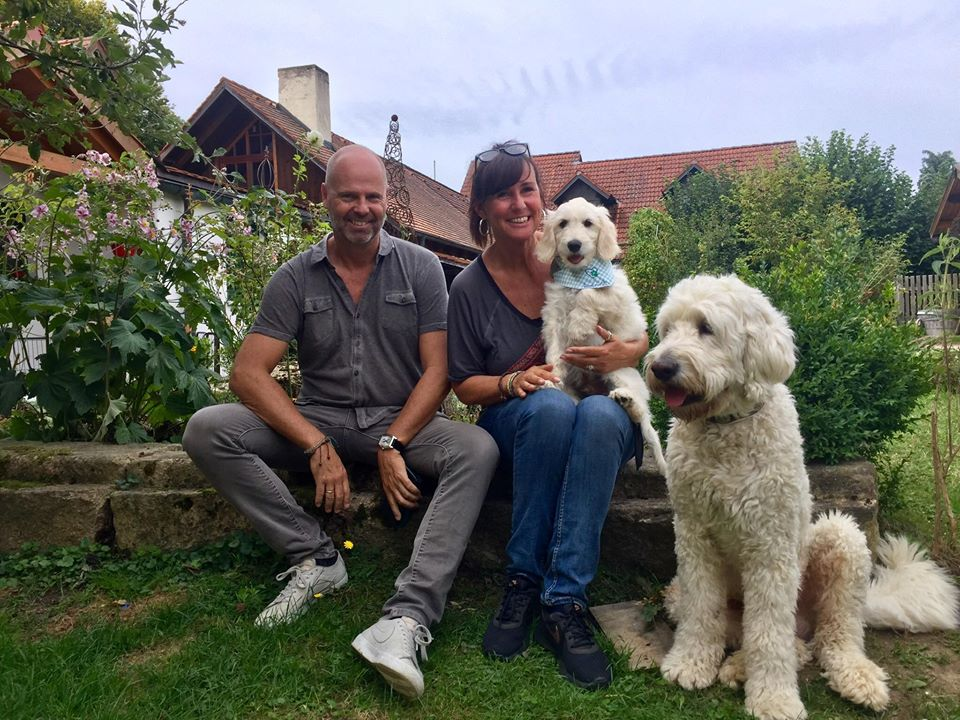 Maxi ist jetzt der Monty und bei Doodlenesttante Martina, Chris und seinem Onkel und Doodlenestnanny Paco in Regensburg