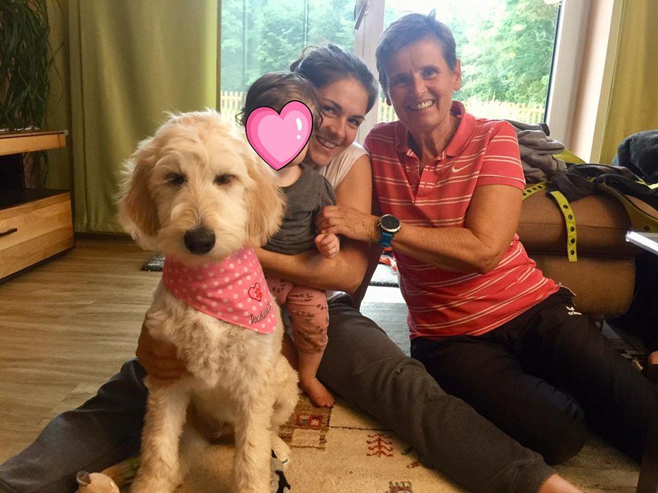 unsere Lotti Karotti lebt bei Martina und klein Lena im Salzburger Land und ist die beste Freundin ihres kleinen Frauchens Lena