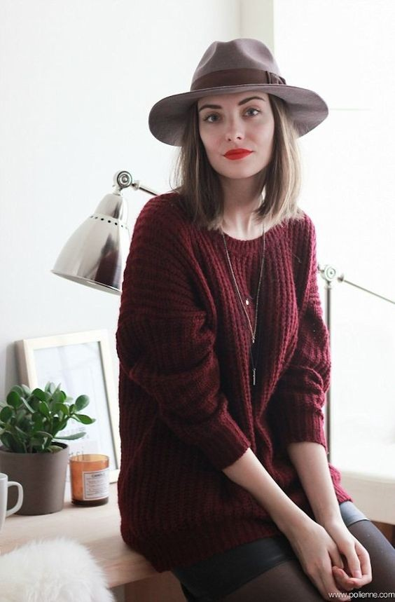 Pull bordeaux et mini jupe en cuir - taaora.fr