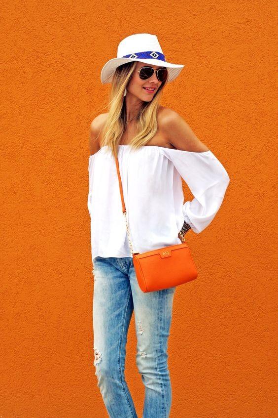 Haut blanc vaporeux et jean pour une allure décontractée - shopdailychic.com