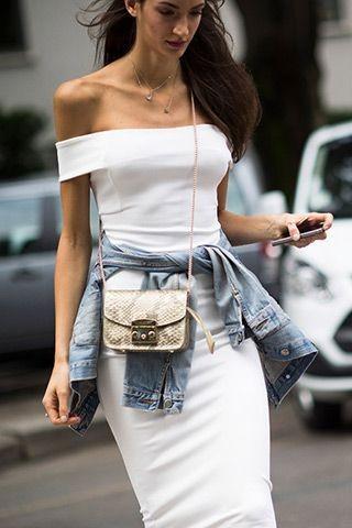 Inspiration 90's avec robe blanche et veste en jean nouée à la taille - shopdailychic.com