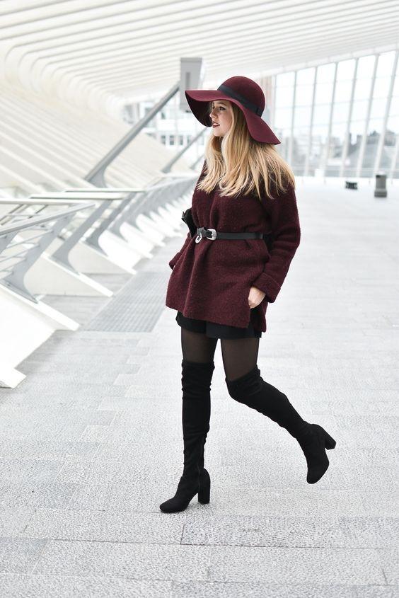 Manteau bordeaux ceinturé avec cuissardes et capeline - milkywaysblueeyes.com