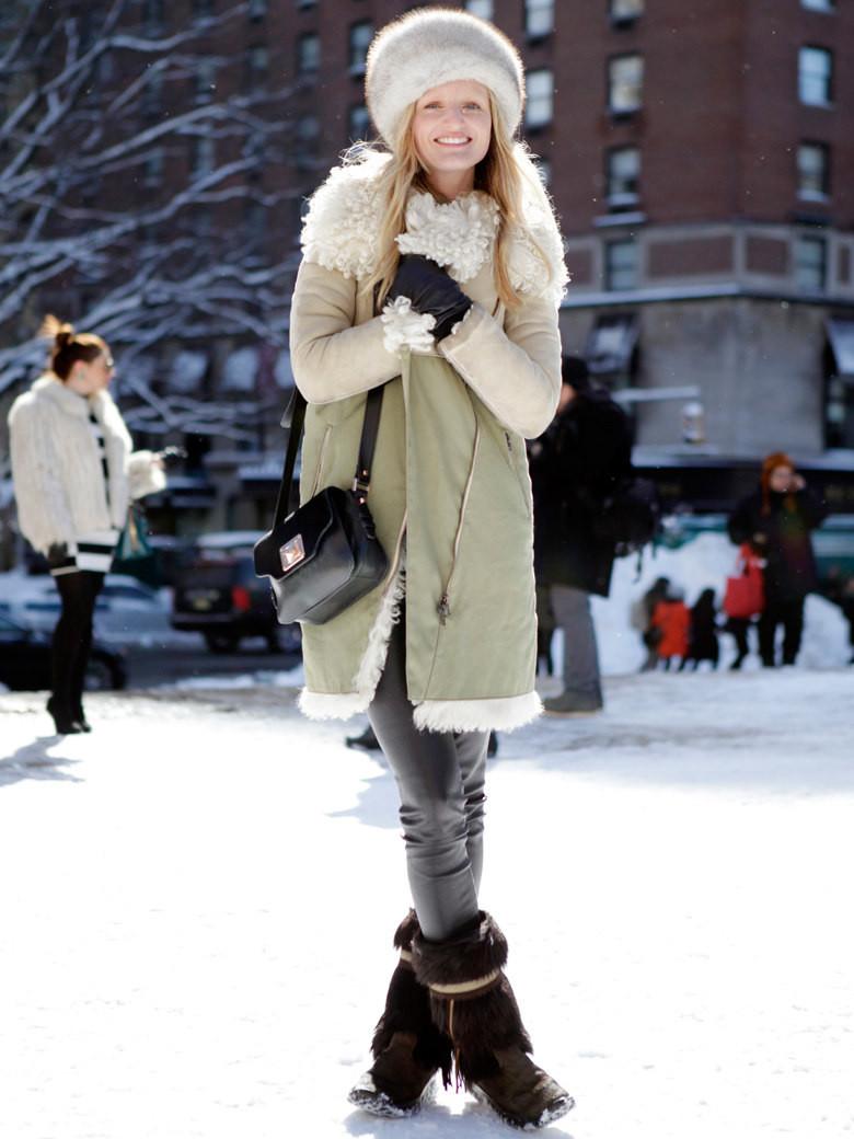 Une inconnue sur grazia.fr, lumineuse avec son manteau crème
