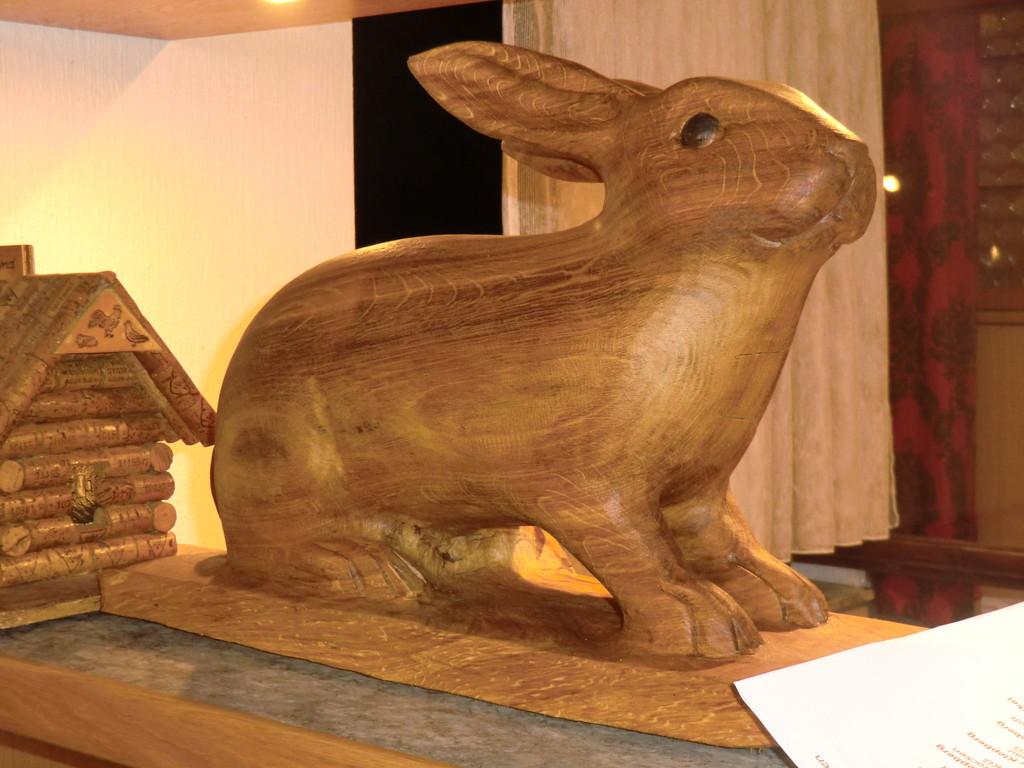 ... der Vereins-Bunny am Tresen