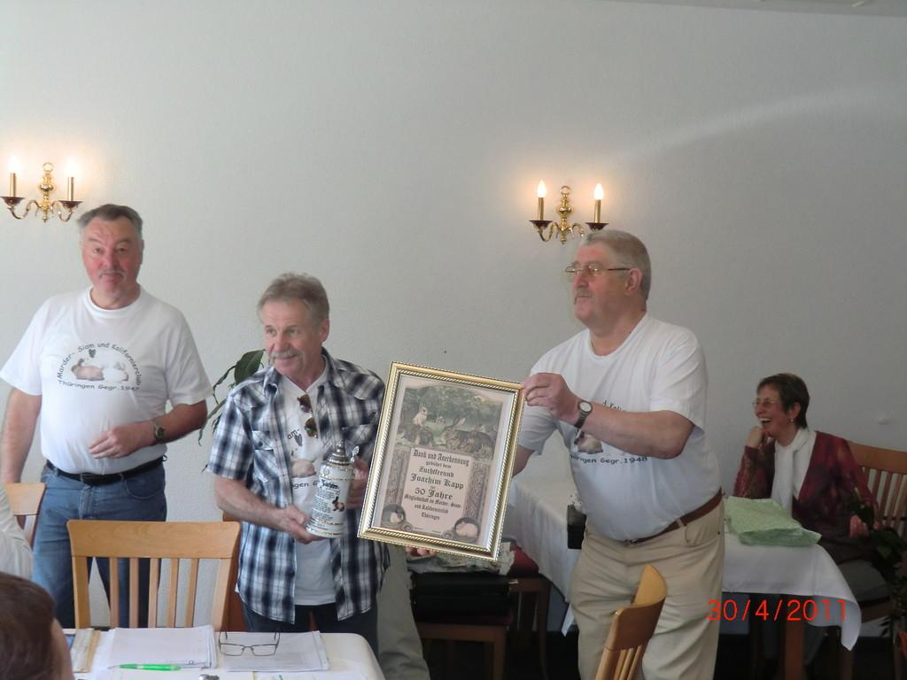 Joachim Kapp - der Vize H-J. Wensorra hält eine Laudatio auf 50 Jahre Mitgliedschaft