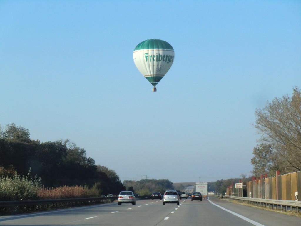auf dem Heimweg kreuzte noch dieser Ballon die A9 bei Leipzig