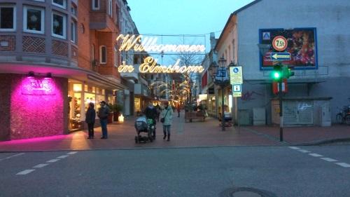 ;-) Weihnachtsmarkt, die Buden standen immer noch dort wo sie vor 6 Jahren auch schon ihren Platz hatten.