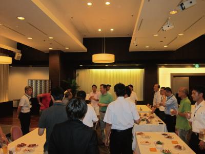 台風でお楽しみのバーベキューパーティは中止!  それはそれで3次会まで盛り上りました。 ザーレンメンバーは熱い!