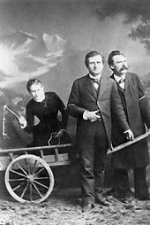Nietzsche mit Paul Ree und Lou Andre Salome mit der Peitsche (Wikipedia)