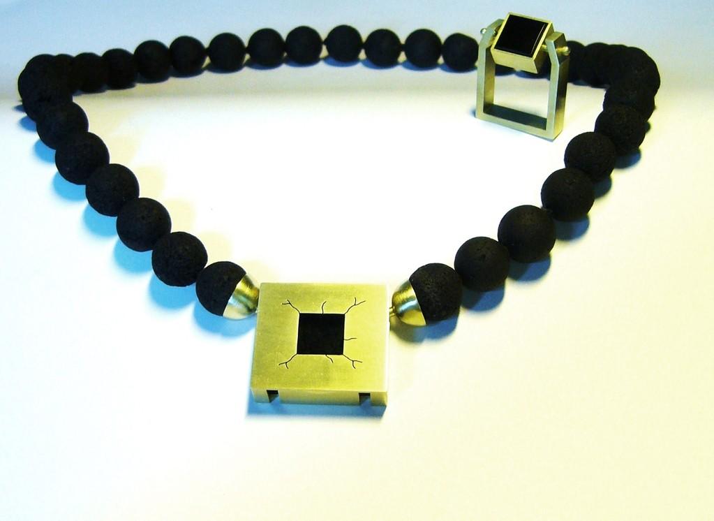 Gesellenstück 585/- Gelbgold, Onyx und Lavakugeln.