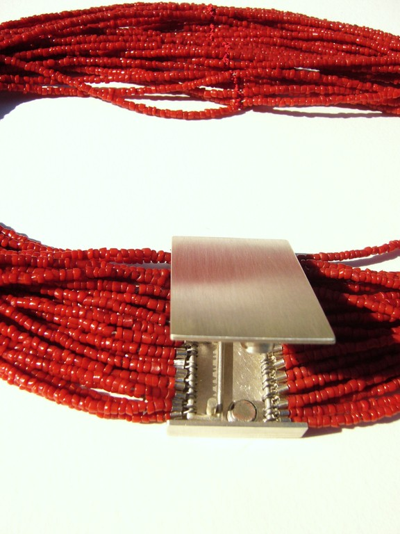 Verarbeitet mit 925/- Sterlingsilber, die eine Seite kann ganz ausgehängt werden.