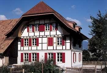 Holz und Riegelbauten auch Minergieholzbauten sind das Spezialgebiet des Zimmermannes
