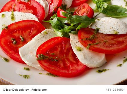 Tomaten mit Mozzarella in Olivenöl