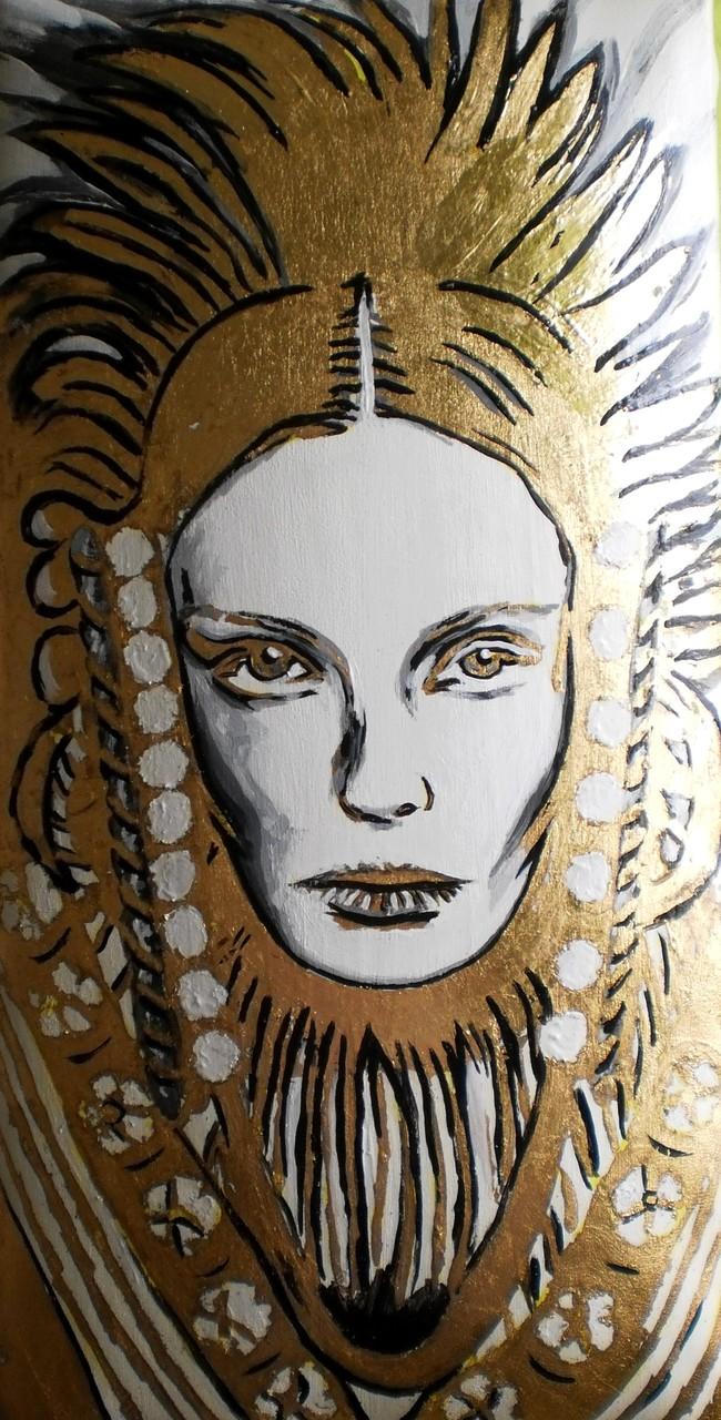 Sphinx, 2014. Acryl und Schlagmetall auf gepolsterter Leinwand, 30x60cm © Christian Benz