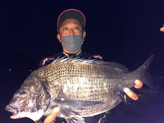 5月4日 磯釣りで三輪さん ガバチヌ51cm