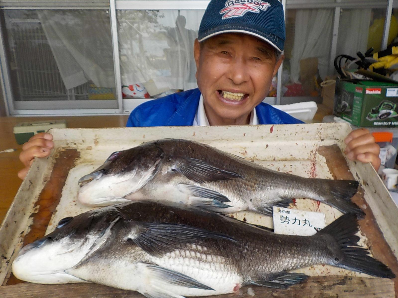 5月7日 ダゴチン釣りで中林さん ガバチヌ53.5㎝・51㎝