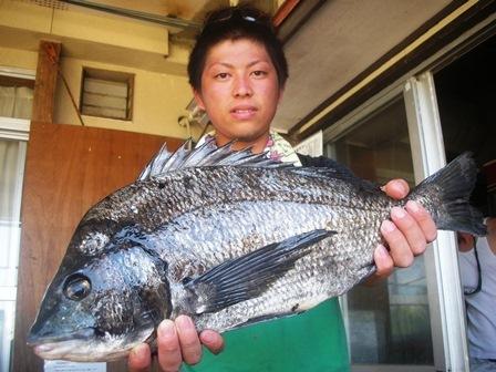 7月10日 ルアー釣りで永野さん ガバチヌ50㎝