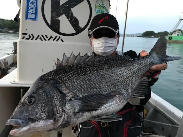 4月24日 磯釣りで武藤さん ガバチヌ50.6cm