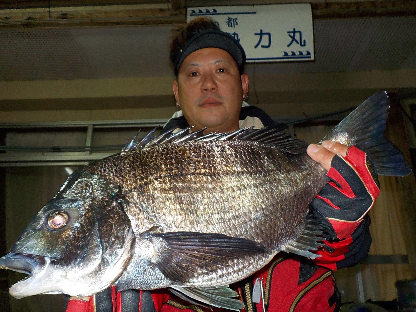 4月15日 磯釣りで吉山さん ガバチヌ52.2㎝