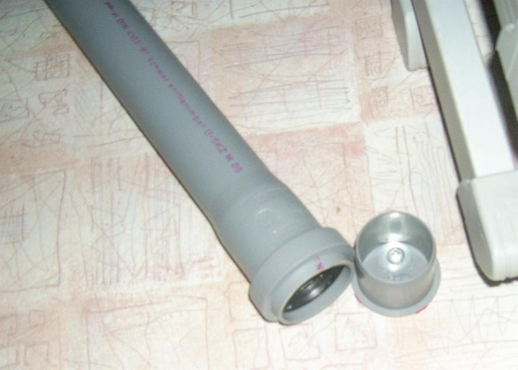 HT-Blind-Deckel als Fußaufnahme auf den Boden geschraubt.