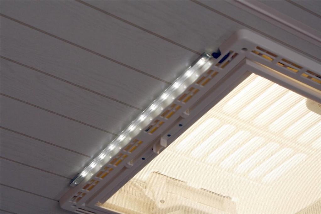 Flache, kopffreundliche LED Deckenleuchte