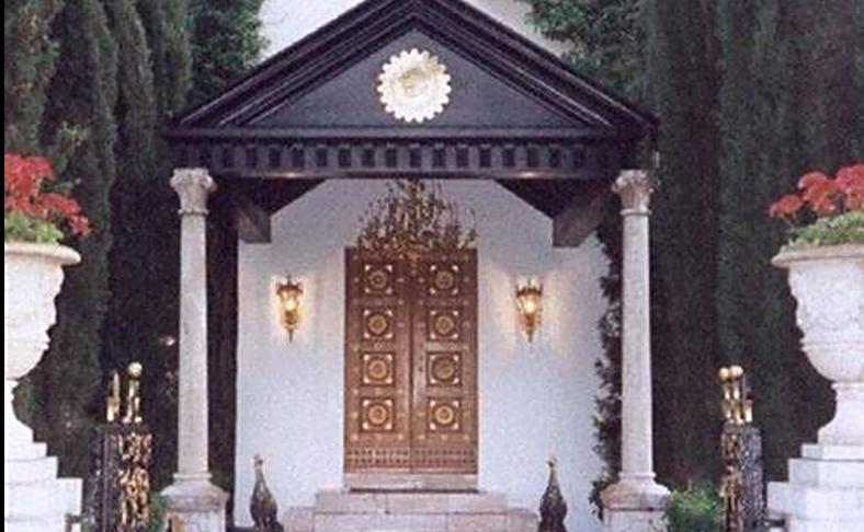 18º. ¿Cuál ha sido mi mayor descubrimiento? Sin duda los escritos de un sabio del siglo XIX, Bahá'u'lláh, (en la foto su tumba, en Israel), que explica de qué modo gestionar nuestro planeta como una sola entidad política y cómo lograr la paz en el mundo.