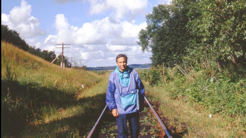 12º. ¡Silencio! Me encuentro aquí en una zona secreta de la gran Rusia: Kaliningrado, el ex Könisberg de los alemanes. Me siento en la piel de James Bond introduciéndome secretamente por el puerto militar de Baltiisk a través de esta vía férrea prohibida.
