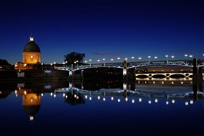 El puente Saint Pierre y el domo de la grave