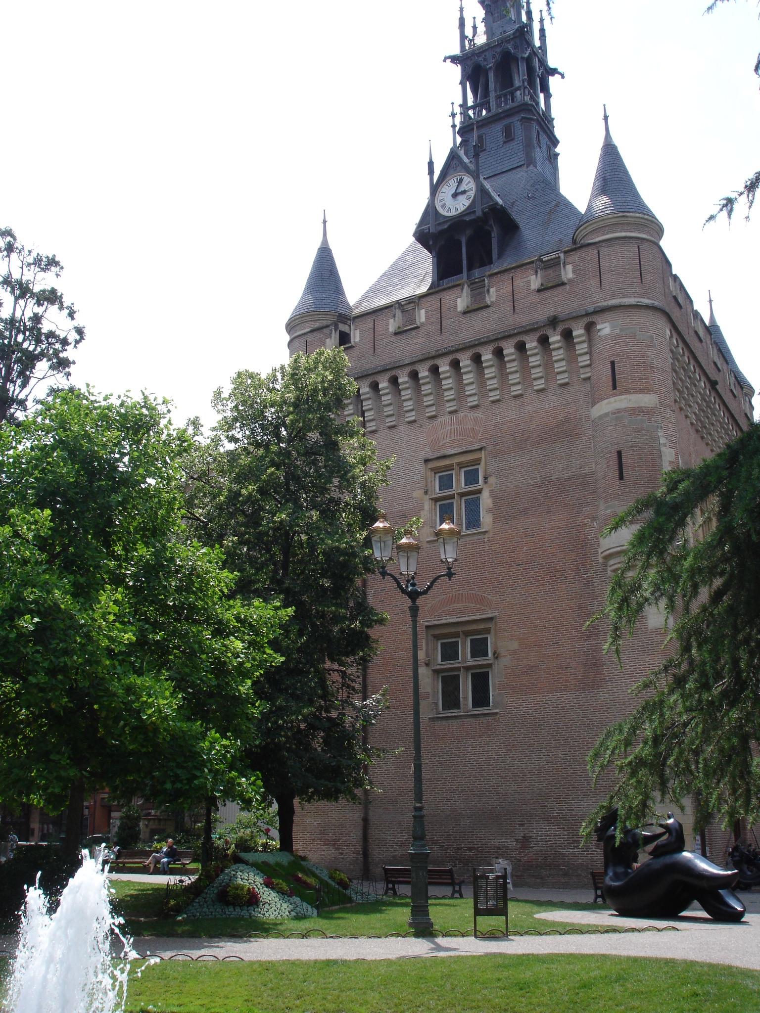 """El """"donjon"""" oficio de turismo de Toulouse"""